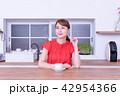女性 キッチン 珈琲の写真 42954366