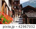 花の村グリメンツの路地(スイス・アニヴィエの谷) 42967032