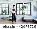 フィットネス 若い 女性の写真 42975726