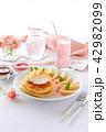 パンケーキ ホットケーキ 桃の写真 42982099