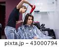 ヘアドライヤー 美容師 女性の写真 43000794