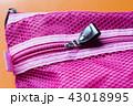 メッシュのピンクのポーチのファスナー 43018995
