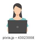 女性 ノートパソコン インターネットのイラスト 43023008