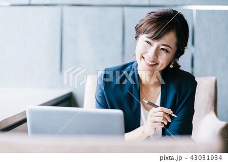 ビジネスシーン 女性 43031934
