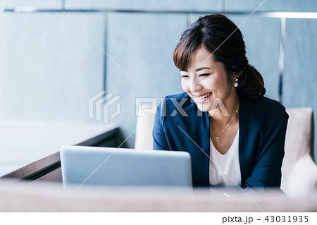 ビジネスシーン 女性 43031935