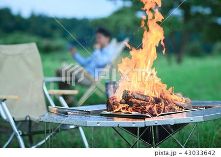 キャンプ 男性 43033642