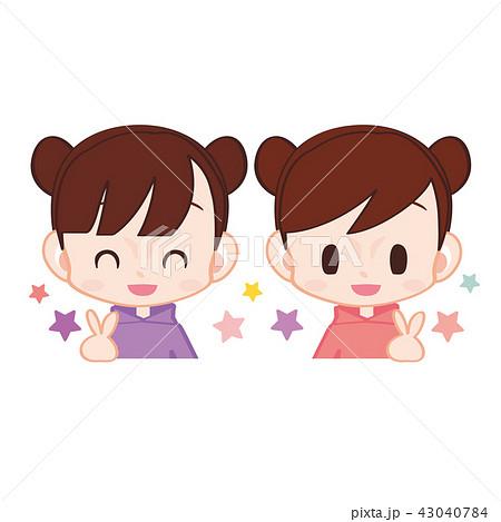 かわいい女の子の双子ちゃん お揃いのパーカーのイラスト素材 43040784