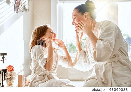 Mother and daughter caring for skin 43049088