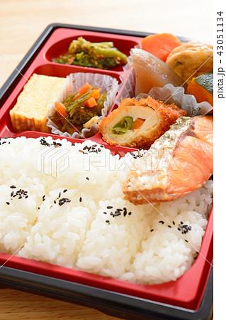 おいしい燒鮭の幕の内弁当 43051134