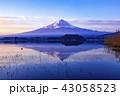 富士山 逆さ富士 冬の写真 43058523