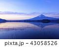 富士山 逆さ富士 冬の写真 43058526