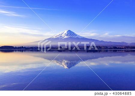 夜明けの富士山、山梨県河口湖町にて 43064885