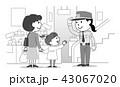 警備員 女性 買い物客のイラスト 43067020