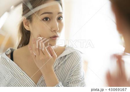 ビューティー ライフスタイル 女性イメージ 43069167