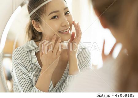 ビューティー ライフスタイル 女性イメージ 43069185