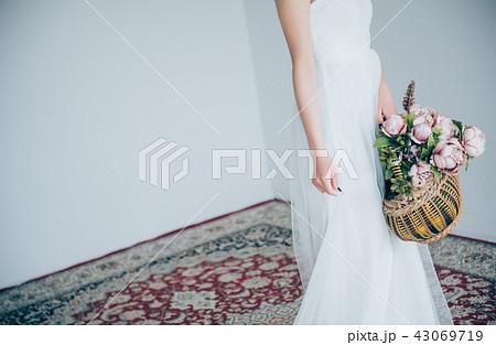 ウェディングドレスの女性 ブライダルイメージ   43069719