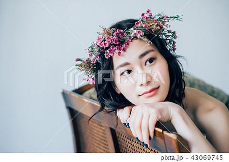 ウェディングドレスの女性 ブライダルイメージ   43069745