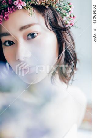 ウェディングドレスの女性 ブライダルイメージ   43069902