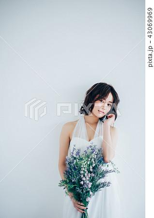 ウェディングドレスの女性 ブライダルイメージ   43069969