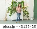 女性 ポートレート タブレットの写真 43129425
