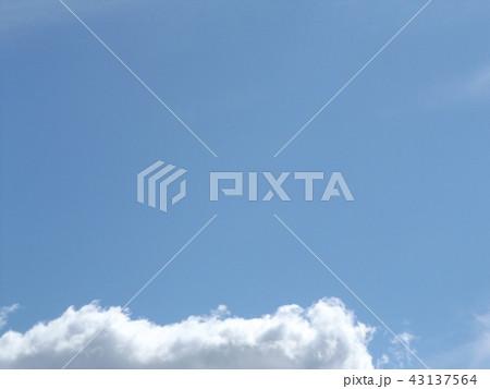 稲毛海岸の上青空と白い雲 43137564