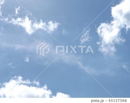 稲毛海岸の上青空と白い雲 43137568