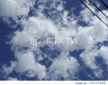 稲毛海岸の上青空と白い雲 43137569