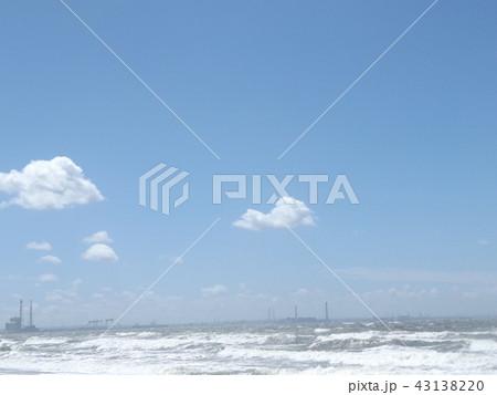 稲毛海岸の上青空と白い雲 43138220