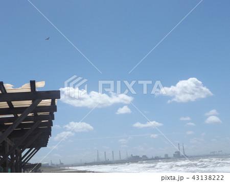 稲毛海岸の上青空と白い雲 43138222
