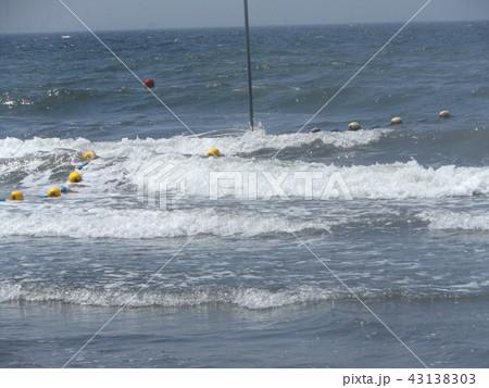 黄色い海水浴場表示ブイ 43138303