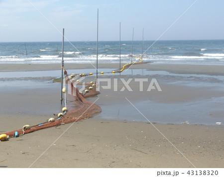 黄色い海水浴場表示ブイ 43138320