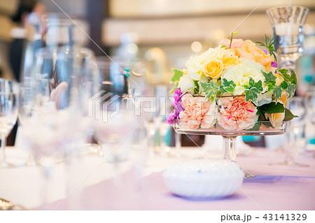 花のあるテーブルコーディネート 43141329