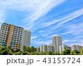 爽やかな秋晴れの青空とマンション街 43155724