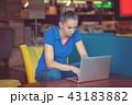 PC ノートパソコン 女の子の写真 43183882