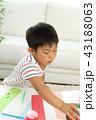 七夕飾りを作る男の子 43188063