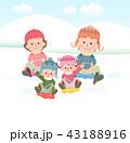 家族で雪そり遊び 43188916