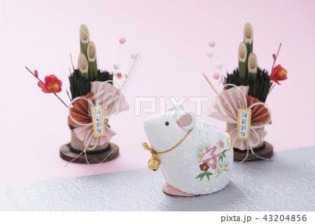 子の人形とミニ門松 43204856