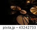 ジャズクラブのドラムセット 43242733