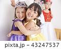 友達と遊ぶ女の子 ドレス 43247537
