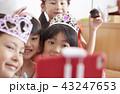 友達と遊ぶ女の子 ドレス 43247653