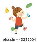 ボルダリングをする女性 43252004