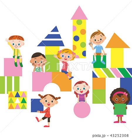 積み木と遊ぶ子供達 43252308