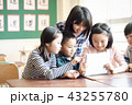 男女 小学生 授業の写真 43255780