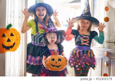 children on Halloween 43269379