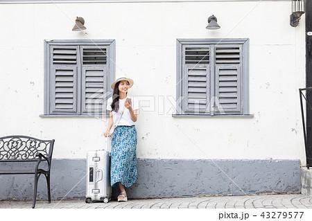 1人旅の若い女性 43279577