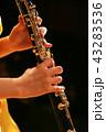オーボエを演奏する女性 43283536