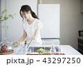 キッチンの女性 43297250