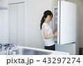 キッチンの女性 43297274