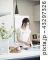 キッチンの女性 43297326
