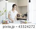 キッチンの女性 43324272